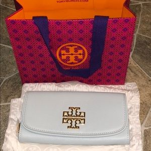 NWT Tory Burch Britten Leather Wallet Gift bag